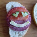Нашият клас е щастлив и правим щастливи сандвичи....