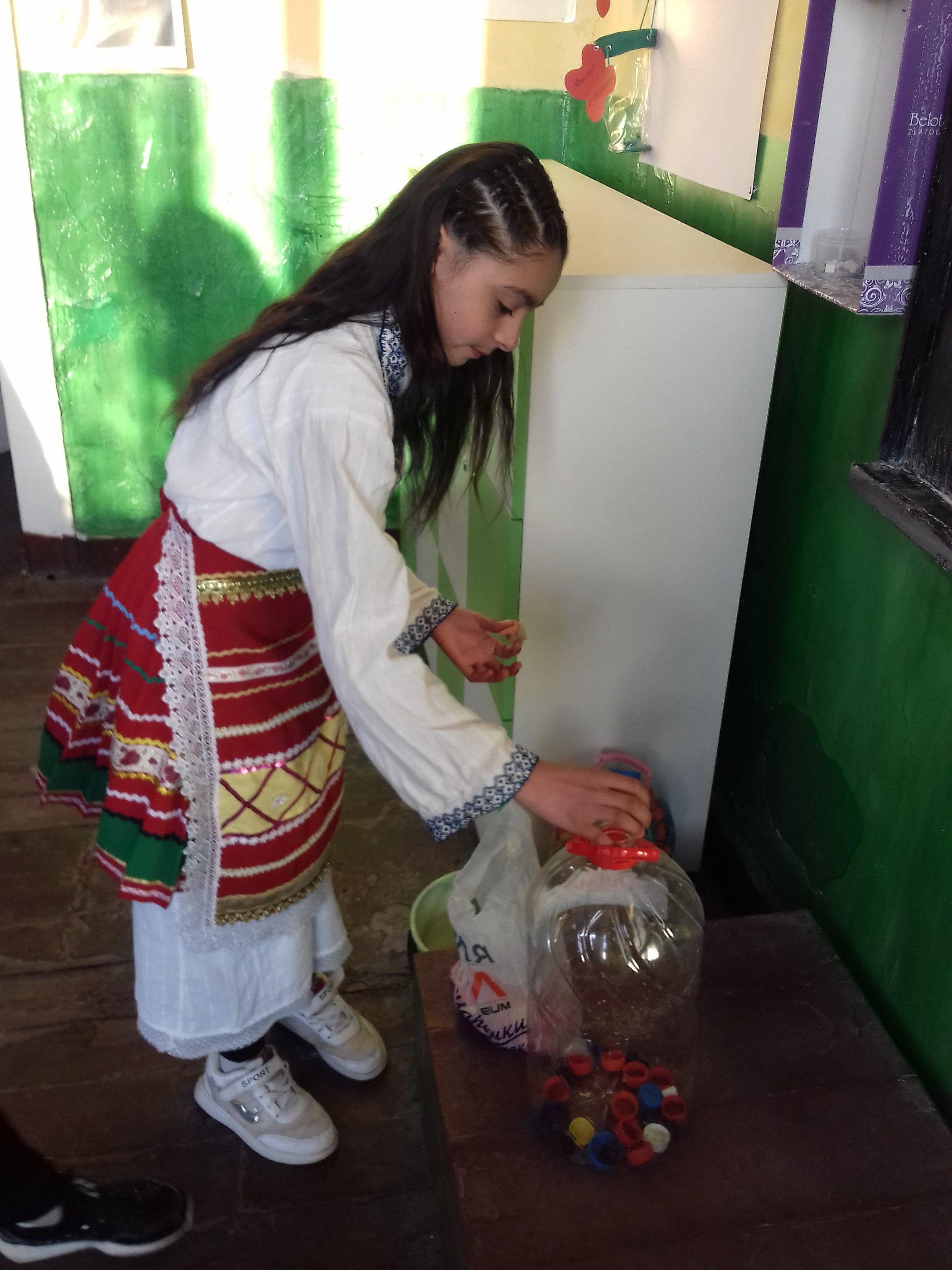 """ОУ""""Васил Левски""""с.Еница също участва в кампанията""""Шанс за живот""""гр.Кнежа"""