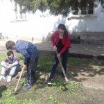 г-жа Коцева се забавлява с почистването