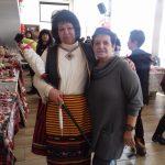 """Баба Марта и г-жа Бусерска, директор на ОУ""""Васил Левски""""с.Еница"""